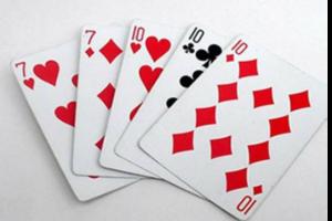Diese lustige und schnelle Poker-Variante, Three Card Poker, hat aufgrund ihrer Geschwindigkeit viel Popularität in Casinos erlangt. Der Dealer verteilt drei Karten an jeden Spieler und auch an das Haus. Die Auszahlungen variieren je nach Händlerkarte.King High qualifiziert den Dealer und zahlt die höchsten Renditen